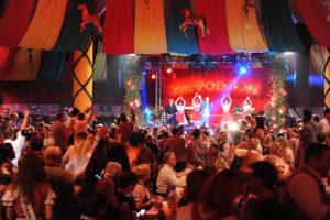 "Oktoberfest, ehemalige Wies«n Zelt ""Hippodrom"" im Postpalast wiedererweckt, Foto: Liveact-DJ …tzi , 18.September 2015 , Foto : C : Stephan Rumpf"