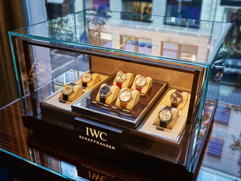 Die Schweizer Uhrenmanufaktur IWC Schaffhausen eroeffnete am 29. September 2016 gemeinsam mit dem Juwelier Bucherer ihre deutschlandweit erste Boutique in der Goethestrasse 18 in Frankfurt am Main. Hier, im Zentrum des Frankfurter Bankenviertels, ist eine neue Oase fuer Uhrmacherkunst, Luxus, Innovation und Eleganz entstanden (Ansicht vom dritten Obergeschoss). (PPR/IWC)