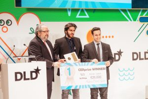 MUNICH/GERMANY - JANUARY 16: Davon Jacobi (m.) and Hanan Lipskin (r.) from Keepers App receive the 1st CERPrize 2017 during the DLD17 (Digital-Life-Design) Conference at the Alte Bayerische Staatsbank on January 16, 2017 in Munich, Germany. DLD is Europe's big conference of innovation, digitization, science and culture, which connects business, creative and social leaders, opinion formers and influencers for crossover conversation and inspiration. (Photo: picture alliance / Jan Haas) | Verwendung weltweit
