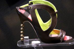 Модель с выставки Маноло Бланик. Обувь как искусство