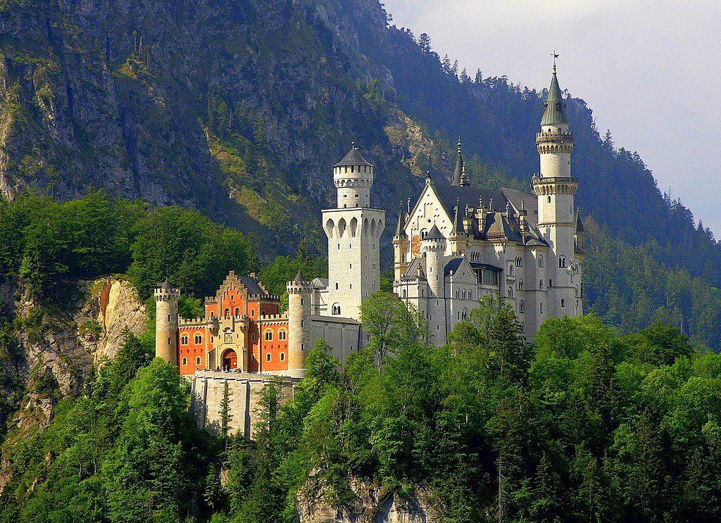 1024px-Neuschwanstein_Castle_Von Cezary Piwowarski