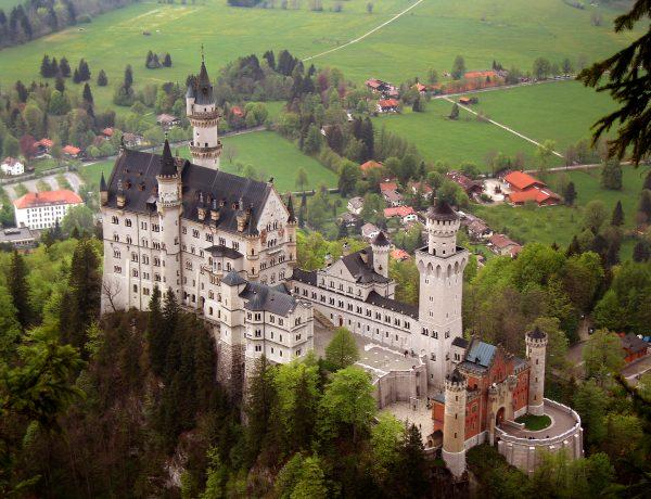 Neuschwanstein_castle_Von Jeff Wilcox